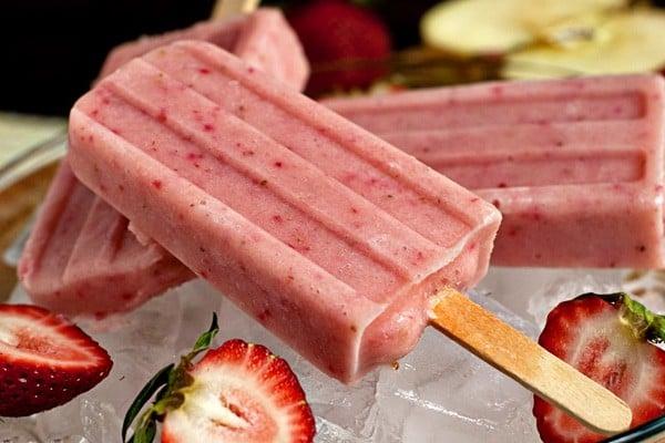 Strawberry Banana Smoothie Pops   heatherlikesfood.com