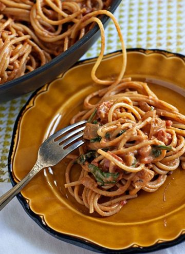 Creamy Spinach and Tomato Spaghetti | heatherlikesfood.com