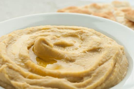 Super Simple and Creamy Hummus | heatherlikesfood.com