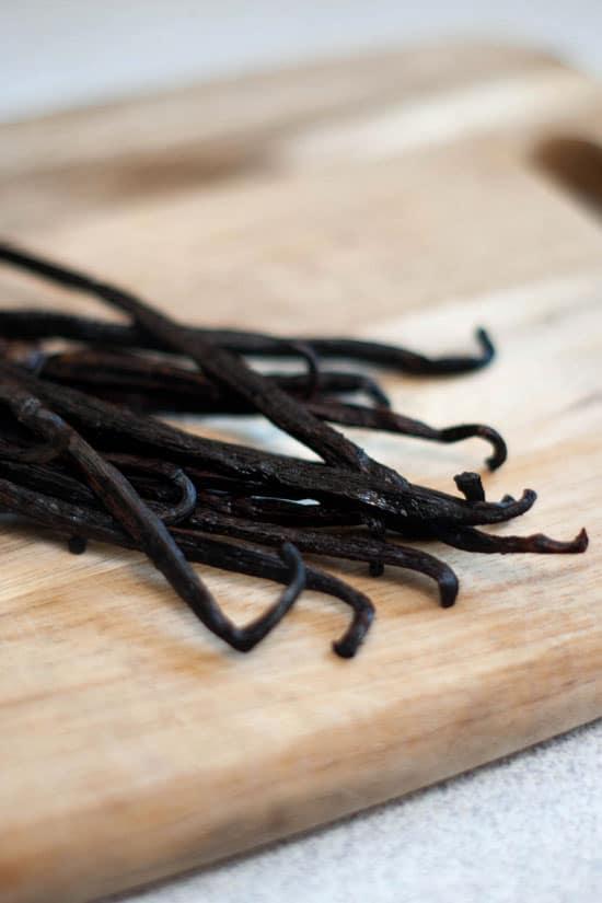 How to Make Homemade Vanilla Extract | heatherlikesfood.com