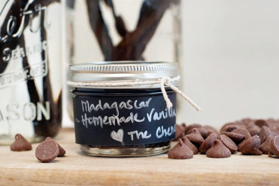 How to Make Homemade Vanilla Extract | heatherlikesfood.com