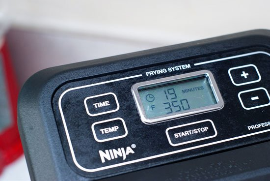 Closeup of temperature on the Ninja Professional Frying System.