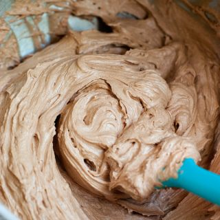 5 Minute Fluffy Chocolate Frosting | heatherlikesfood.com