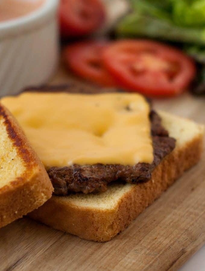 Texas Toast Griddle Burgers | heatherlikesfood.com
