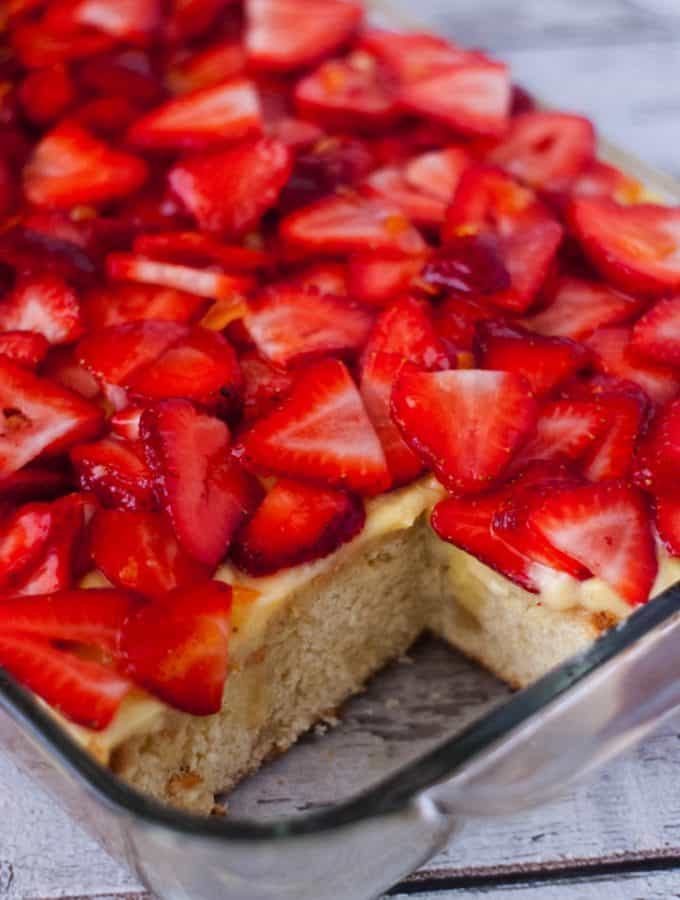 Strawberries and Cream Pound Cake | heatherlikesfood.com