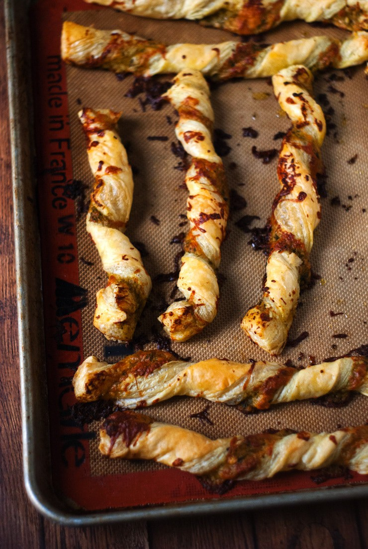 Easy Cheesy Pesto Twists | heatherlikesfood.com