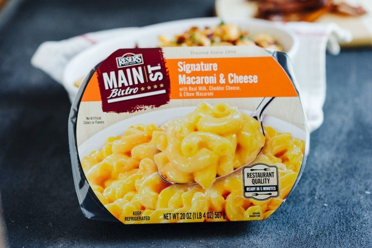 All the things you love about creamy macaroni and cheese made a little bit sassier with the addition of zesty green chiles and smoky candied bacon. This kicked-up version will definitely have you coming back for seconds!